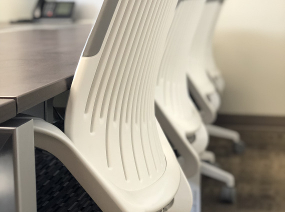 Detail qivi guest chair in conference room